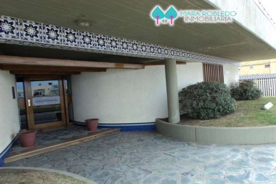 Pinamar,Buenos Aires,Argentina,3 Bedrooms Bedrooms,2 BathroomsBathrooms,Apartamentos,AV DEL MAR 200,5628