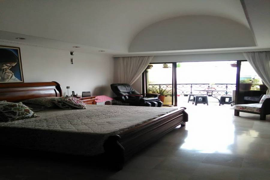 Cali,Valle del Cauca,Colombia,4 Bedrooms Bedrooms,5 BathroomsBathrooms,PH Tipo Casa,10,5734