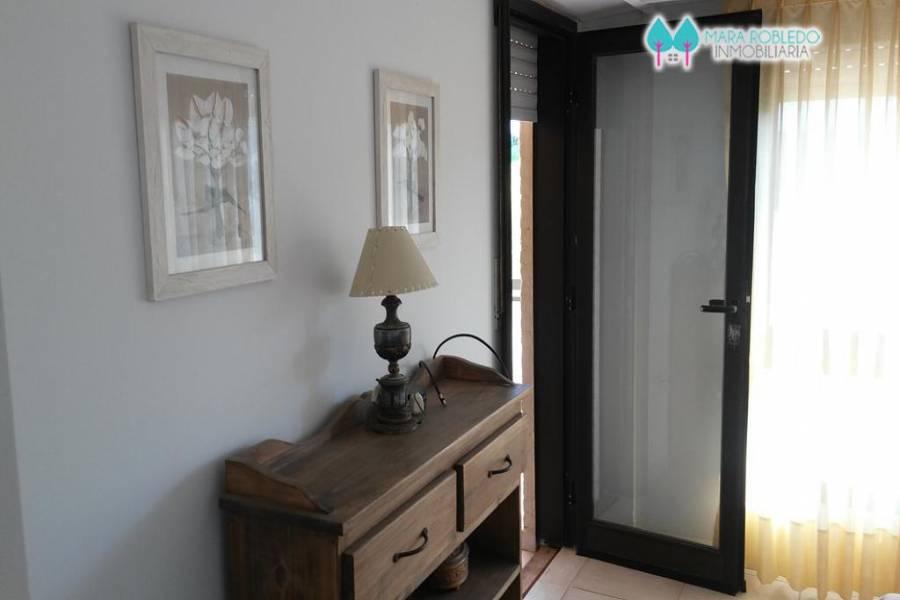 Pinamar,Buenos Aires,Argentina,4 Bedrooms Bedrooms,3 BathroomsBathrooms,Apartamentos,AV. MAR ,5744