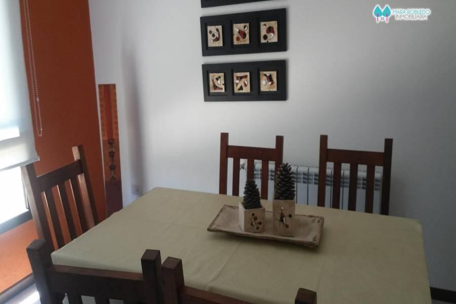 Pinamar,Buenos Aires,Argentina,2 Bedrooms Bedrooms,2 BathroomsBathrooms,Duplex-Triplex,DEL CAZON ,5885