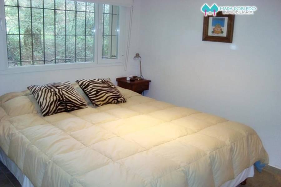 Carilo,Buenos Aires,Argentina,3 Bedrooms Bedrooms,3 BathroomsBathrooms,Casas,ALMENDRO Y REYESUELO,5887