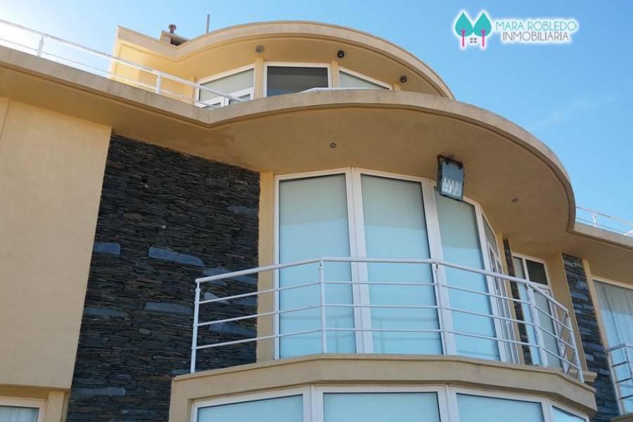 Carilo,Buenos Aires,Argentina,5 Bedrooms Bedrooms,6 BathroomsBathrooms,Casas,NOGAL Y PLAYA ,5894
