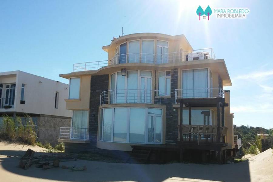 Carilo,Buenos Aires,Argentina,5 Bedrooms Bedrooms,6 BathroomsBathrooms,Casas,NOGAL Y PLAYA ,5894