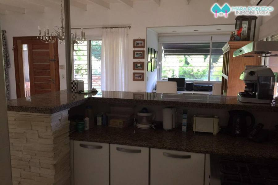 Valeria del Mar,Buenos Aires,Argentina,4 Bedrooms Bedrooms,3 BathroomsBathrooms,Casas,AGRADABLE Y ESPAÑA,5930