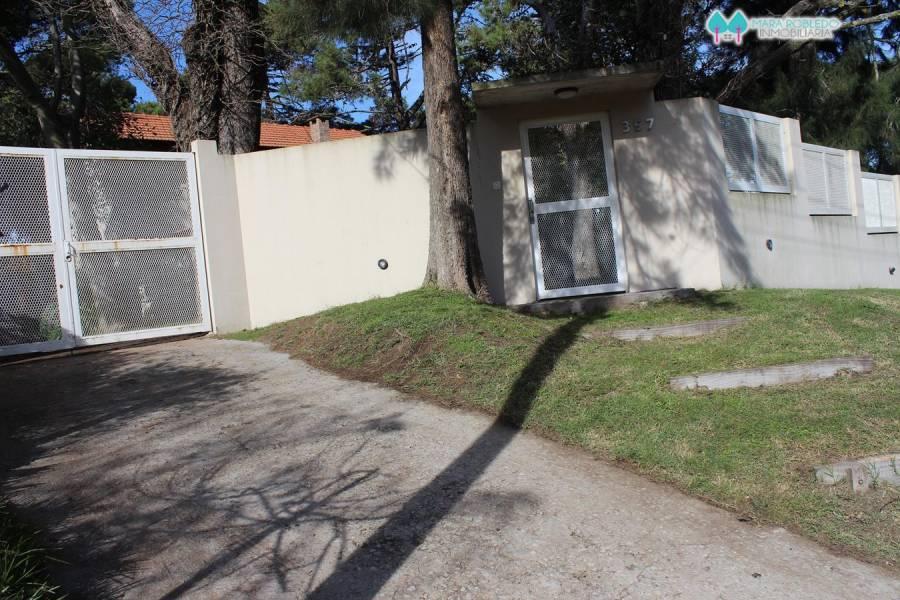 Villa Gesell,Buenos Aires,Argentina,4 Bedrooms Bedrooms,2 BathroomsBathrooms,Casas,AV 8 NUM 357,6148