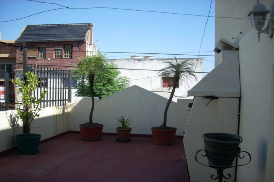 Flores,Capital Federal,Argentina,2 Bedrooms Bedrooms,1 BañoBathrooms,Casas,TANDIL,6187