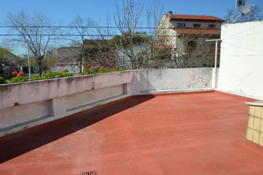 Flores,Capital Federal,Argentina,2 Bedrooms Bedrooms,1 BañoBathrooms,Casas,LAUTARO AL 1000,6216