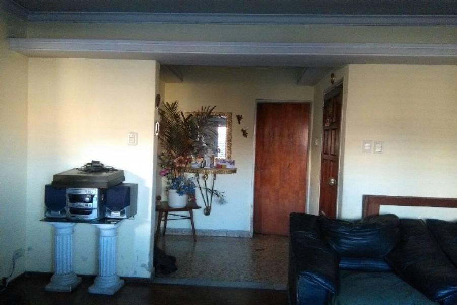 Flores,Capital Federal,Argentina,3 Bedrooms Bedrooms,1 BañoBathrooms,Casas,SAN PEDRITO ,6245