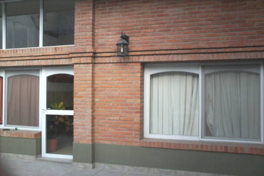 Flores,Capital Federal,Argentina,2 Bedrooms Bedrooms,1 BañoBathrooms,PH Tipo Casa,BACACAY ,6345