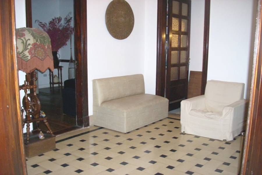 Flores,Capital Federal,Argentina,2 Bedrooms Bedrooms,1 BañoBathrooms,PH Tipo Casa,LAUTARO ,6353