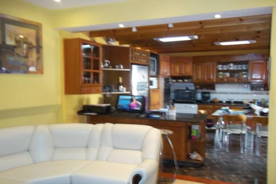 Flores,Capital Federal,Argentina,2 Bedrooms Bedrooms,1 BañoBathrooms,PH Tipo Casa,RIVADAVIA,6358