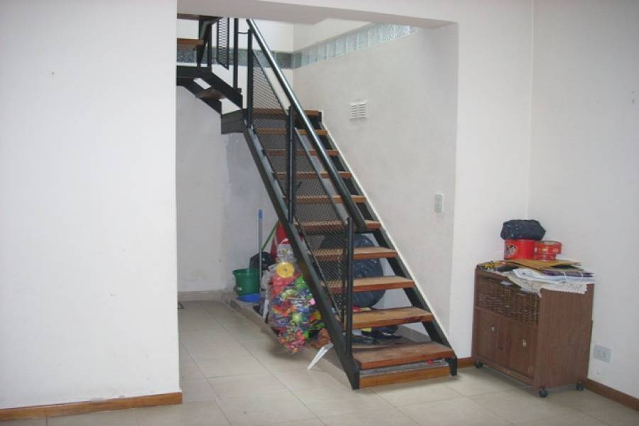 Balvanera,Capital Federal,Argentina,2 Bedrooms Bedrooms,1 BañoBathrooms,PH Tipo Casa,ALBERTI ,6392