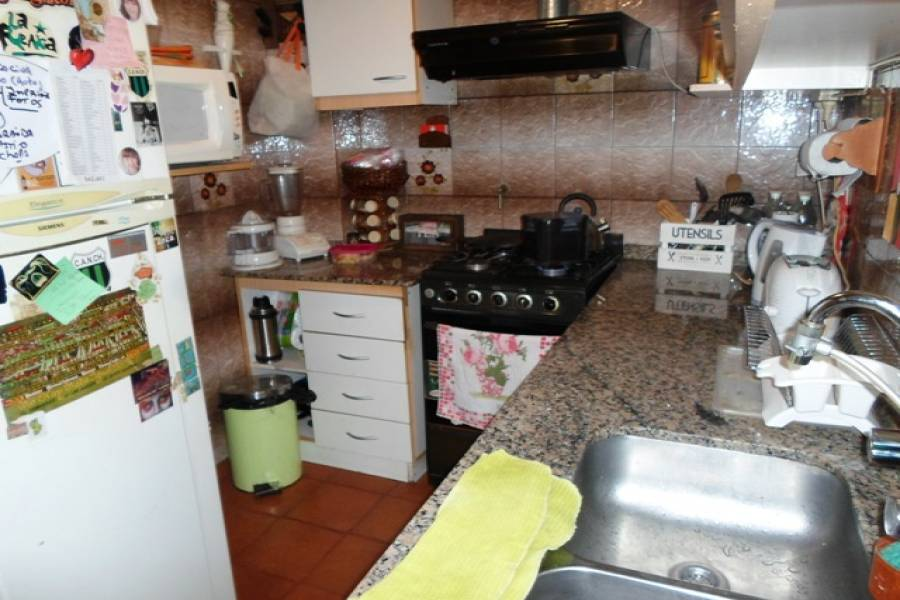 Parque Chacabuco,Capital Federal,Argentina,2 Bedrooms Bedrooms,1 BañoBathrooms,PH Tipo Casa,CACHIMAYO,6473