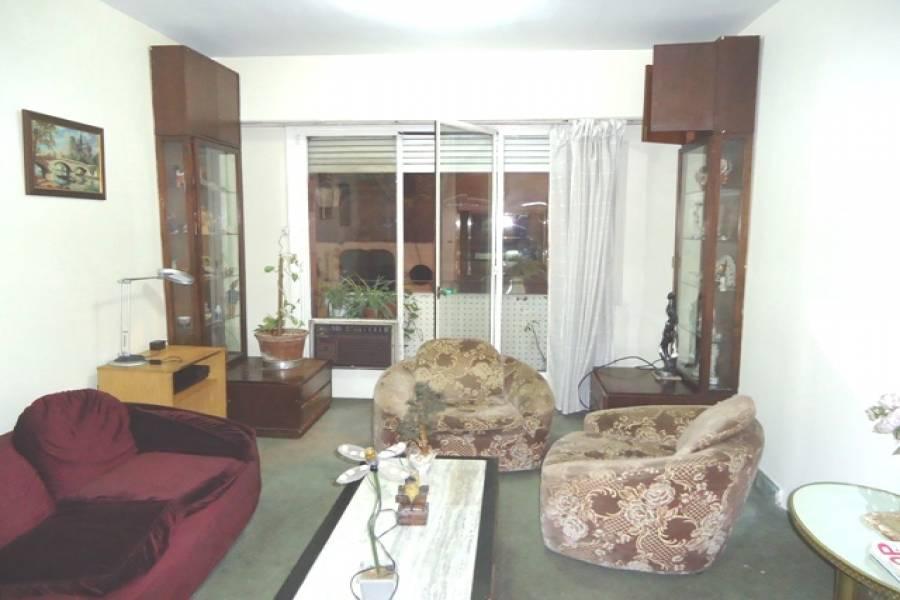 Capital Federal,Argentina,2 Bedrooms Bedrooms,1 BañoBathrooms,Apartamentos,PUEYRREDON,7029