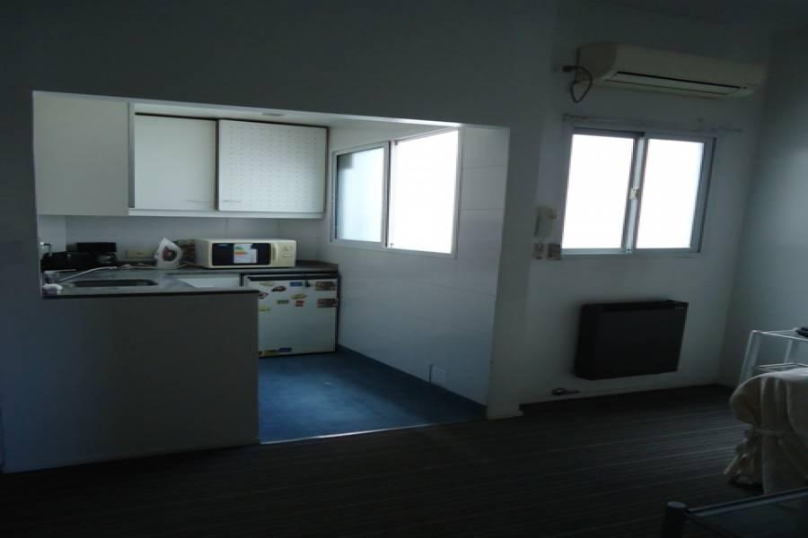 Recoleta,Capital Federal,Argentina,2 Bedrooms Bedrooms,1 BañoBathrooms,Apartamentos,URIBURU,7068