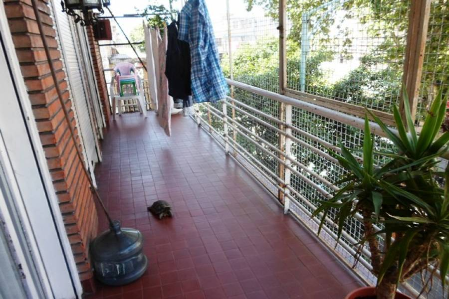 Flores,Capital Federal,Argentina,2 Bedrooms Bedrooms,1 BañoBathrooms,Duplex-Triplex,ARGERICH,7301