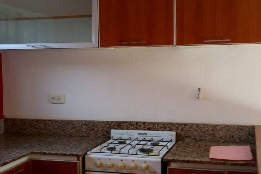 Hurlingham, Buenos Aires, Argentina, 2 Habitaciones Habitaciones, ,2 BathroomsBathrooms,Duplex-Triplex,Venta,GUEMES,1,7431