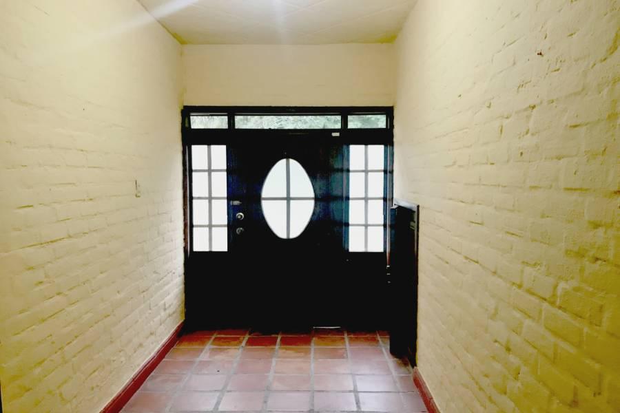 Puerta interna y hall de entrada