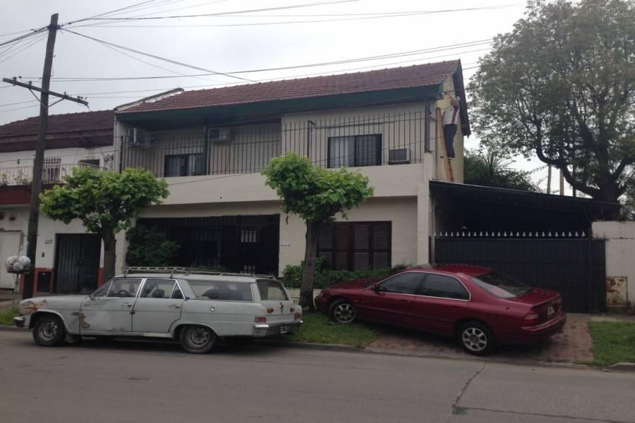 Hurlingham,Buenos Aires,Argentina,Chalets,CANUELAS ,1,7632