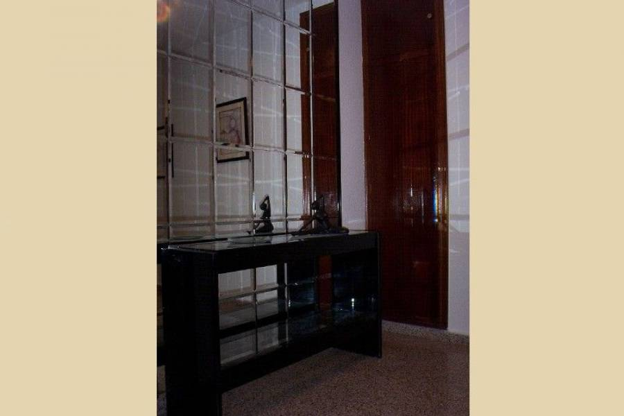 Alicante,Alicante,España,4 Bedrooms Bedrooms,2 BathroomsBathrooms,Pisos,7761
