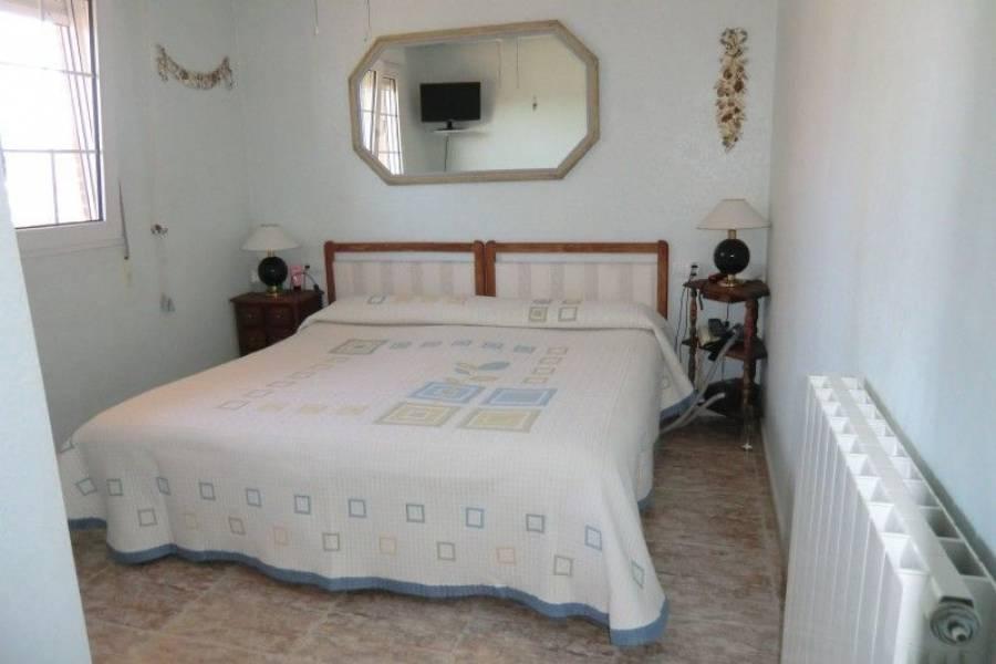 Alicante,Alicante,España,4 Bedrooms Bedrooms,3 BathroomsBathrooms,Cabañas-bungalows,7898