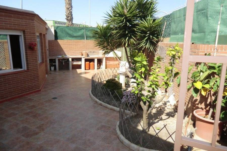 Alicante,Alicante,España,4 Bedrooms Bedrooms,3 BathroomsBathrooms,Cabañas-bungalows,7898