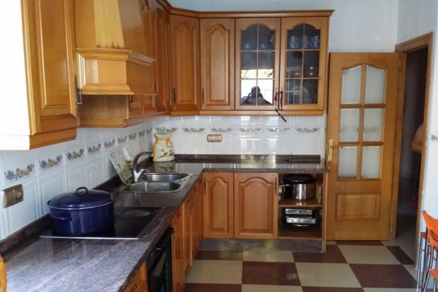 Alicante,Alicante,España,4 Bedrooms Bedrooms,2 BathroomsBathrooms,Casas,7907
