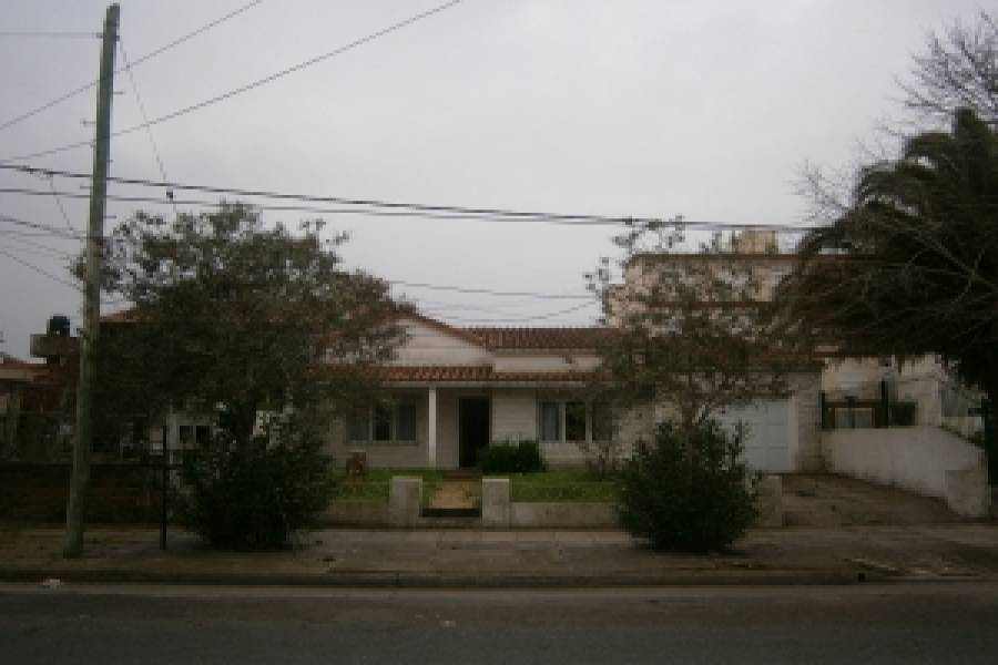 Santa Teresita,Buenos Aires,Argentina,4 Bedrooms Bedrooms,2 BathroomsBathrooms,Casas,40,8115