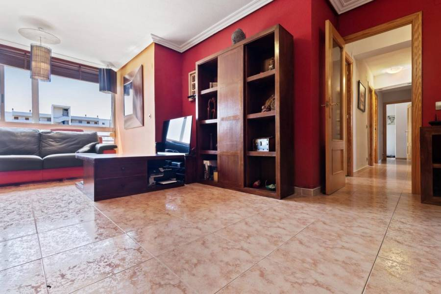 Alicante,Alicante,España,4 Bedrooms Bedrooms,2 BathroomsBathrooms,Pisos,8424