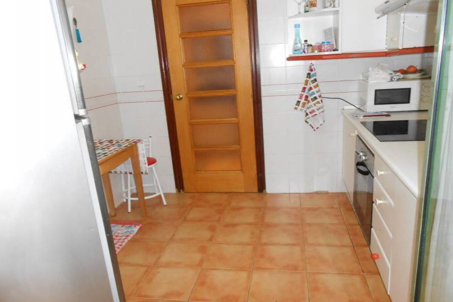 Alicante,Alicante,España,3 Bedrooms Bedrooms,2 BathroomsBathrooms,Pisos,8435