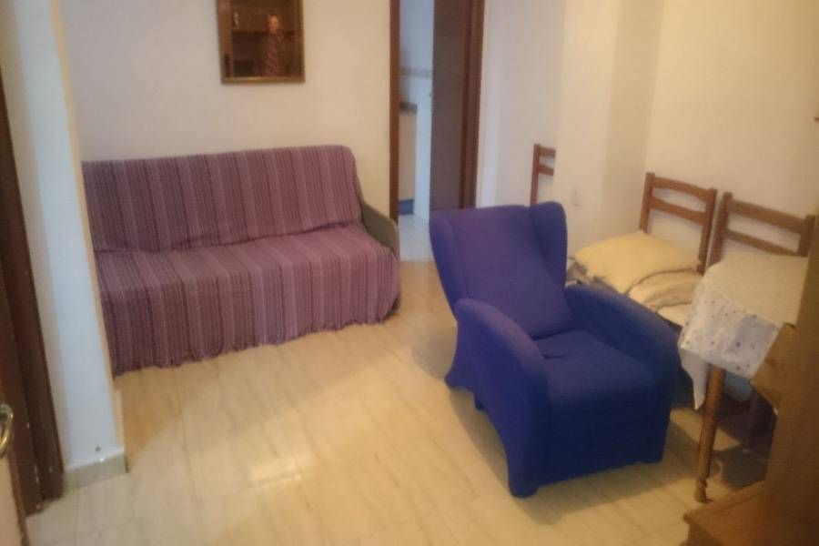 Alicante,Alicante,España,3 Bedrooms Bedrooms,1 BañoBathrooms,Pisos,8644