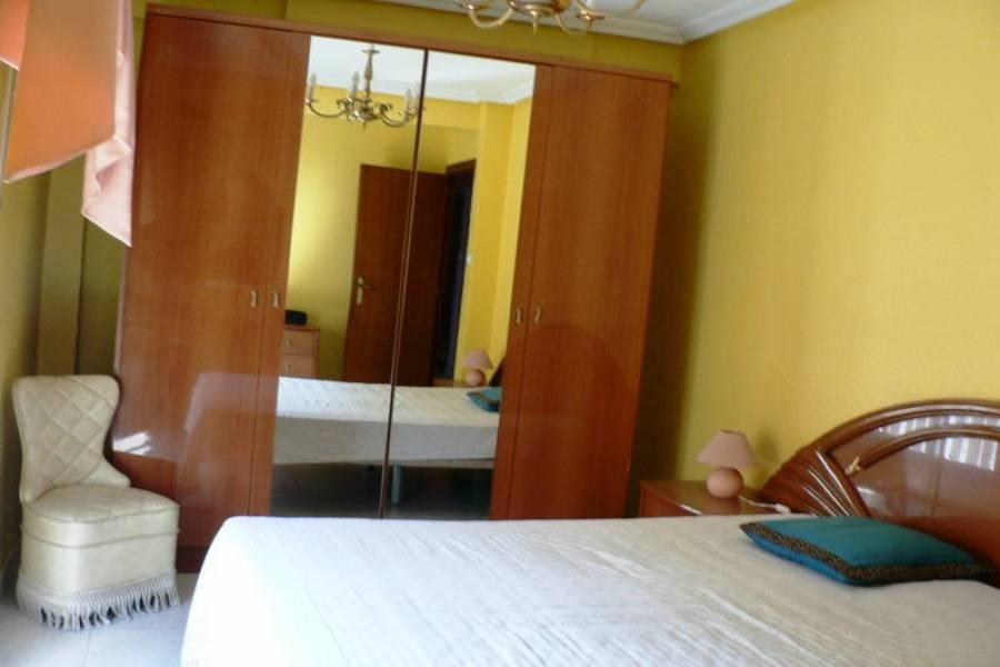 Alicante,Alicante,España,4 Bedrooms Bedrooms,1 BañoBathrooms,Pisos,8651
