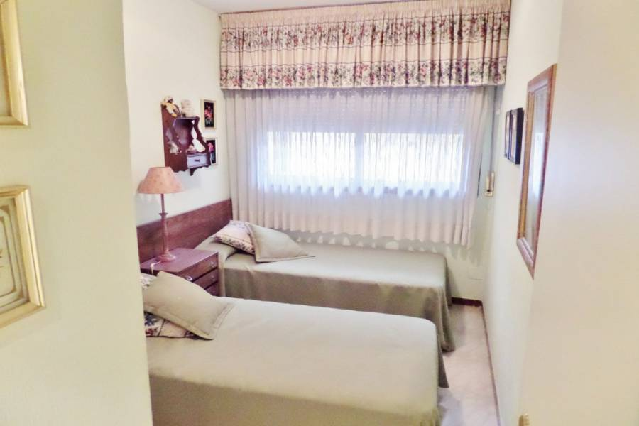 Alicante,Alicante,España,2 Bedrooms Bedrooms,1 BañoBathrooms,Pisos,8801
