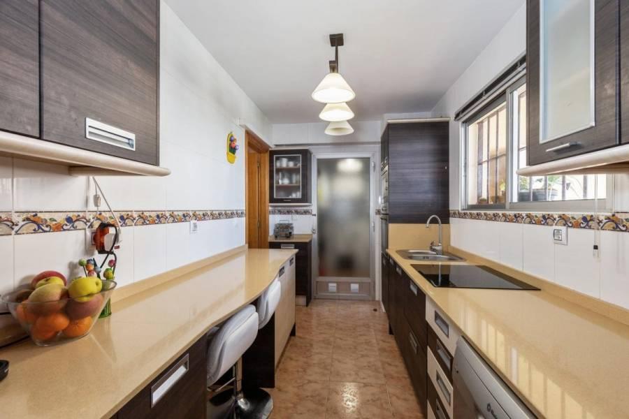Alicante,Alicante,España,4 Bedrooms Bedrooms,2 BathroomsBathrooms,Pisos,8803