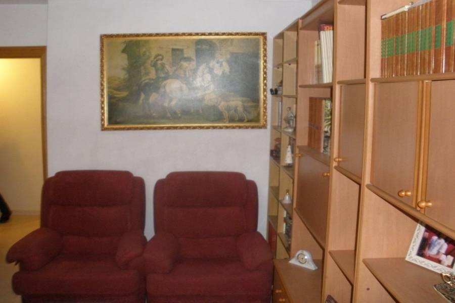 Alicante,Alicante,España,4 Bedrooms Bedrooms,1 BañoBathrooms,Pisos,9253